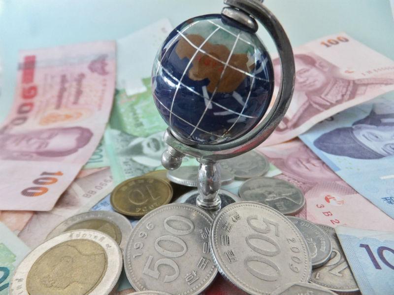 両替不要!海外ATMからキャッシングで現地通貨を引き出す手順と注意点!クレジットカードさえあれば誰でも簡単に操作可能